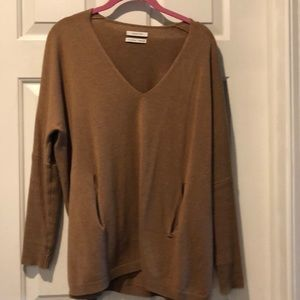 Aritzia - Loose and comfy pullover sweater